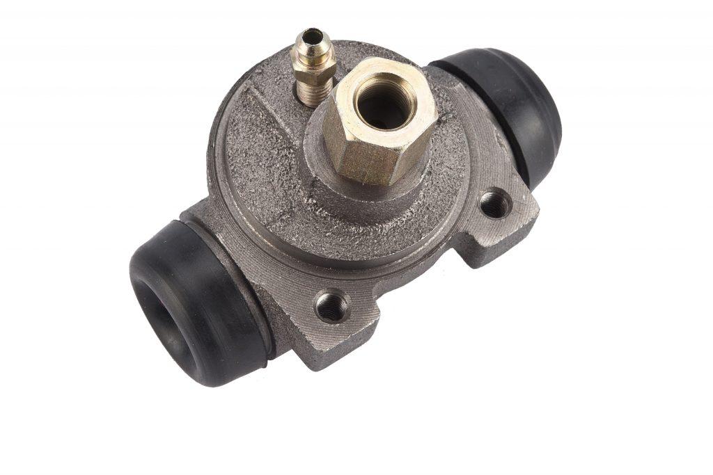 brake hydraulic cylinder designed to work in braking